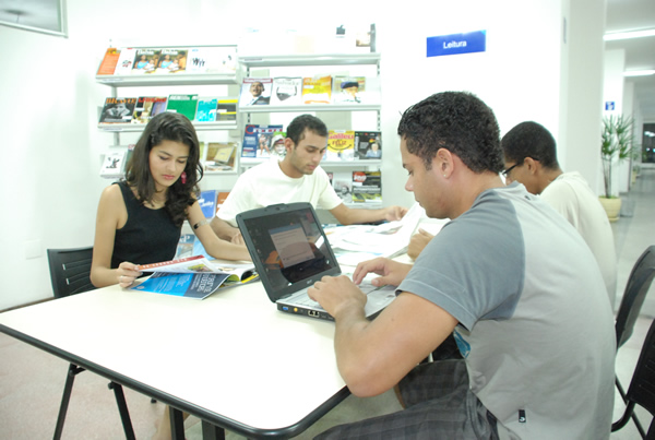Biblioteca da Faculdade Anísio Teixeira