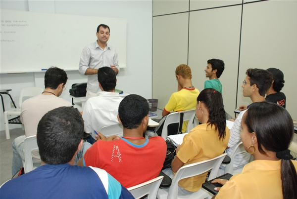 Prof. Cláudio Sérgio Cerqueira e alunos de Redes de Computadores