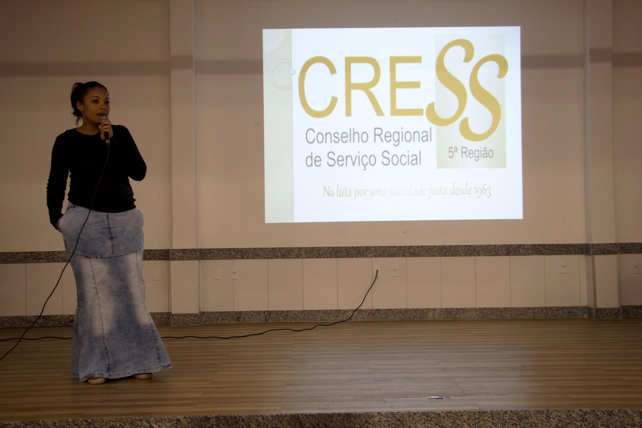 Carmel Filha, conselheira do CRESS, falou sobre a função do órgão.