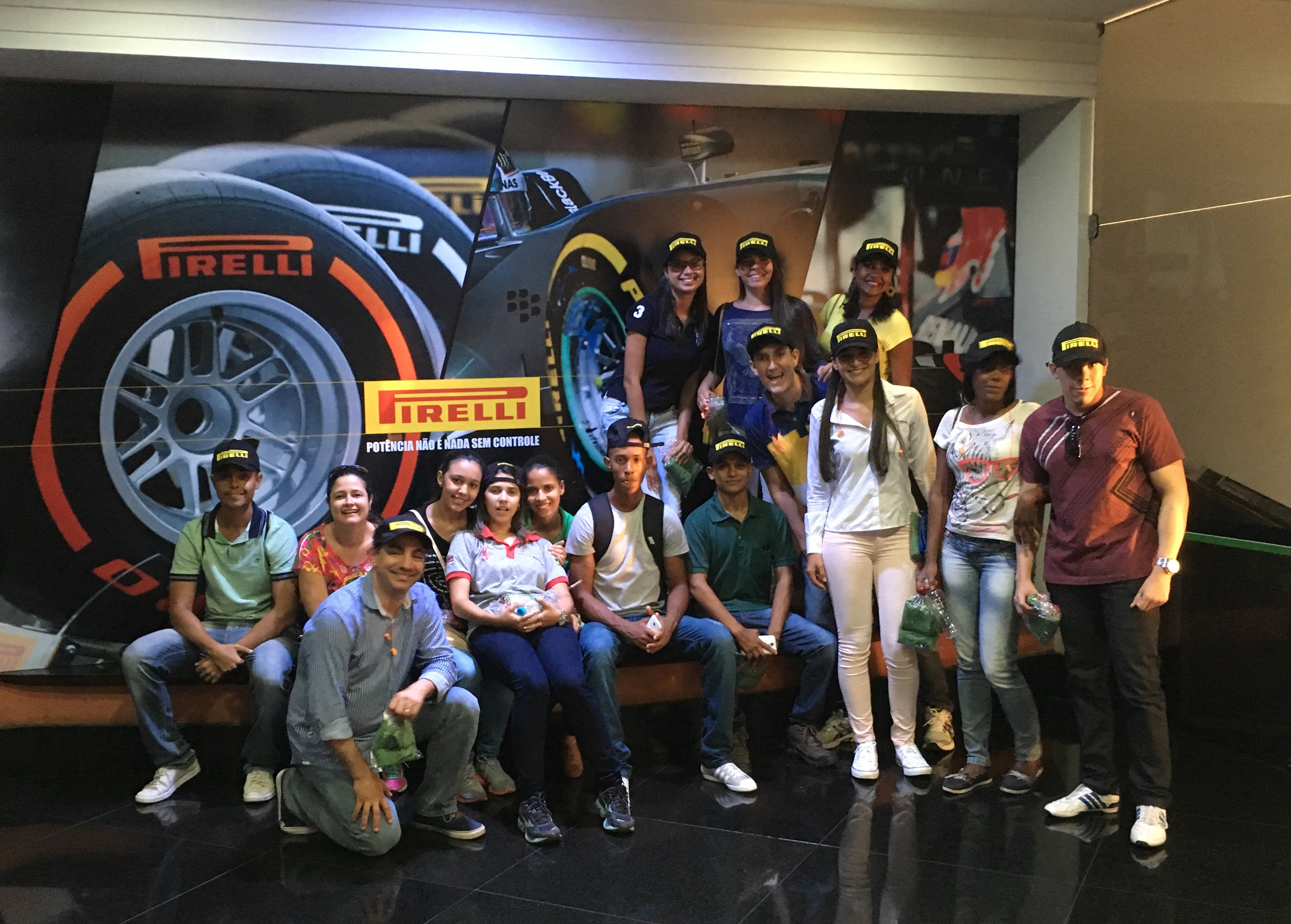 Turmas do curso de Administração visitaram fábrica da Pirelli.