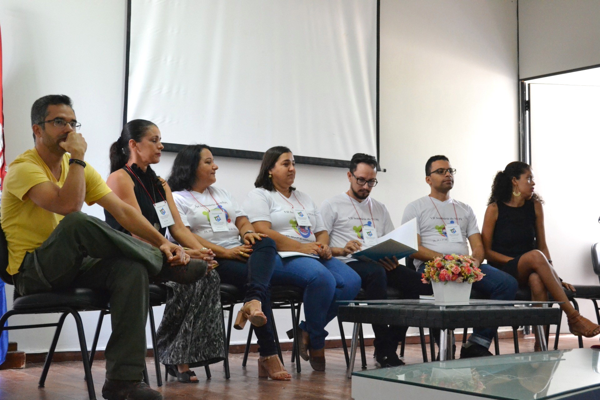 Professores da FAT marcaram presença em mesa-redonda. (Foto: UNEB)