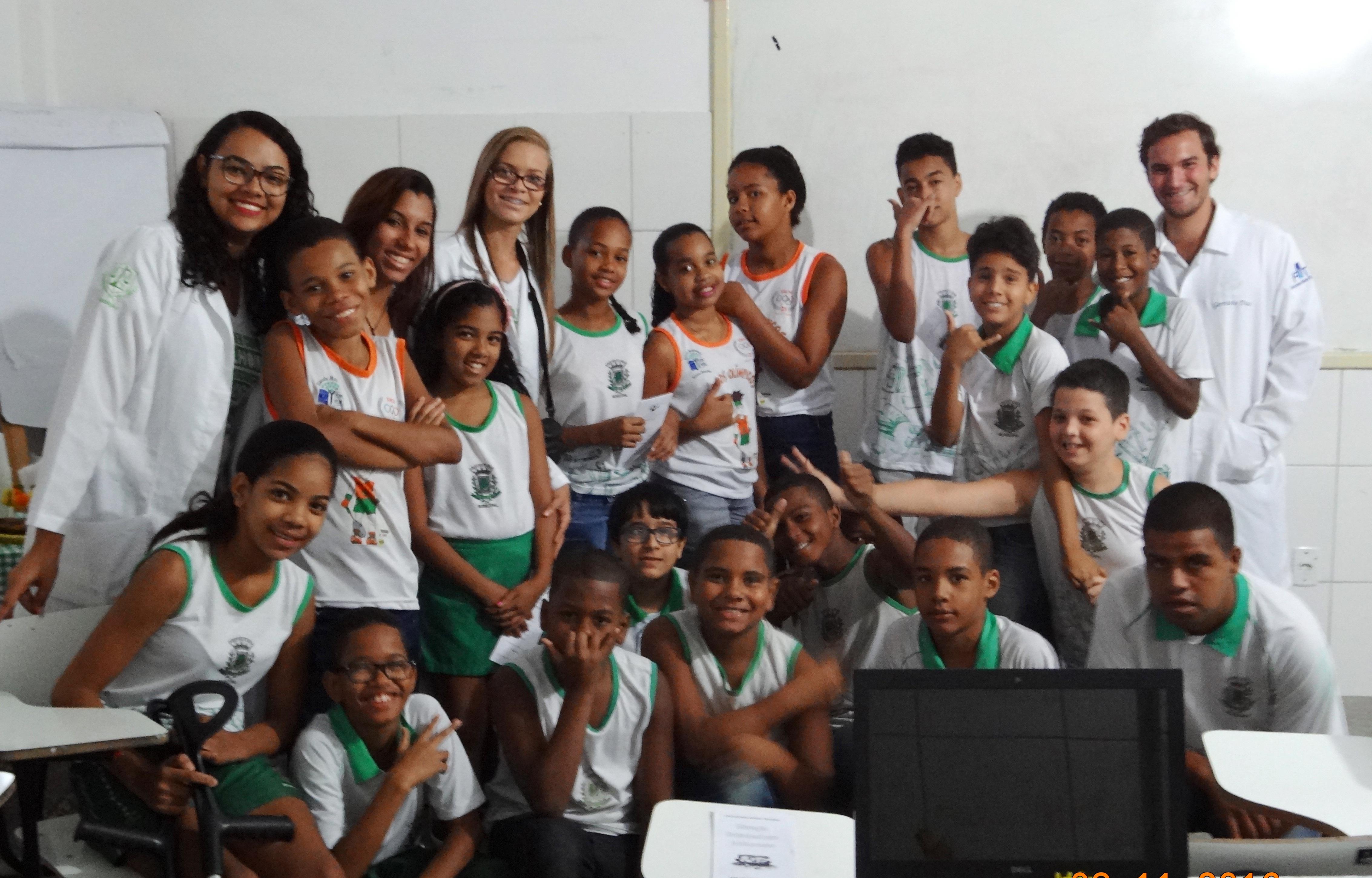 Alunos de Nutrição da FAT desenvolvem atividade acadêmica em escola municipal.