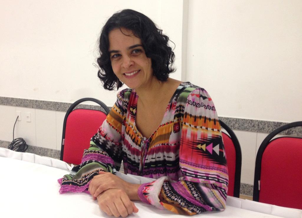 Professora do curso de Psicologia da FAT, Ma. Ila Nunes.